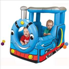 Voz na naduvavanje za decu sa 50 loptica