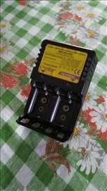 Punjač baterija AA, AAA i 9V