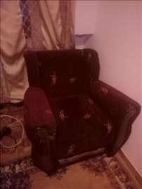 Očuvana fotelja