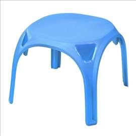Plastični plavi stočić