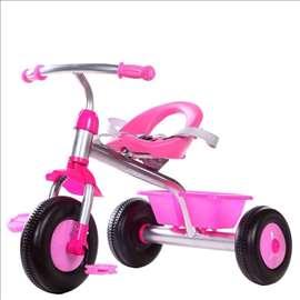 Roze tricikl sa korpom