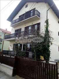 2 stana u kuci  na prodaju sa placem 4 ara