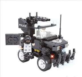 Policijski auto - kockice