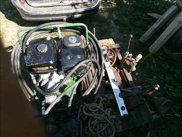 Prodajem hidrauličnu mašinu za bušenje