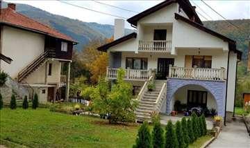 Prodaje se kuća sa lokalom,384m2,Zalug,Prijepolje