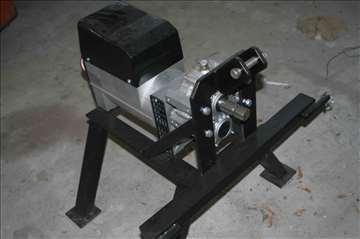 Prodajem jedan generator za struju- pogon kardan