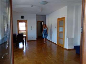 Dedinje, kuće u nizu, 3 sp.sobe, vrt 150 m2,garaža