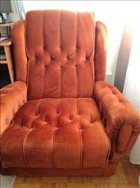 Dve velike, udobne fotelje