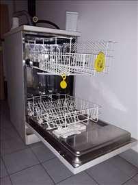 Mašina za sudove - Electrolux