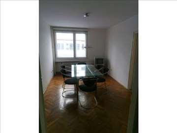 Stan u Maršala Birjuzova 79m2 za Poslovni prostor