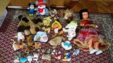 Plišane igračke raznih dimenzija i veličina