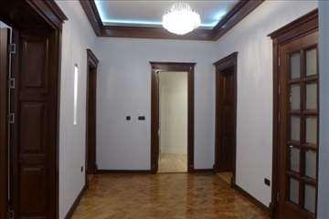 Centar, 82m2, prazan stan, i za poslovnu namenu