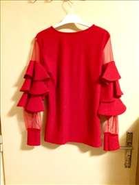 Zanimljiva crvena bluza