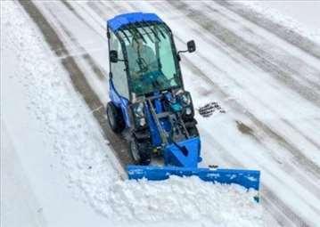 Čišćenje snega i leda mini utovarivačem
