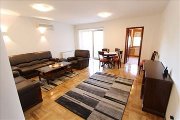 IZUZETAN 4.0 stan, garaža, novija zgrada! ID 5333
