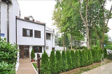 Kuća sa dvorištem, Dedinje, Diplomatska kolonija I