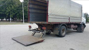Kamion FAP sa utovarnom rampom