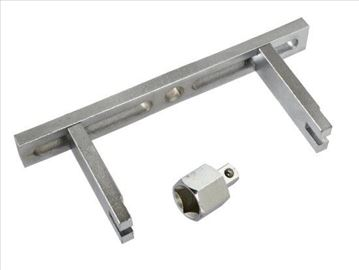 Ključ za odvijanje poklopca rezervoara goriva