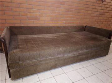 Krevet sa jastucima