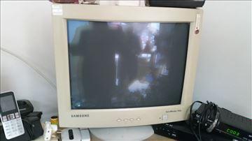 Prodajem 3 CRT monitora, korišćena, dobro očuvana