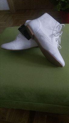 Nove bele cipele za svaku priliku