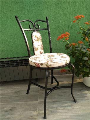 Stolica - kovano gvožđe