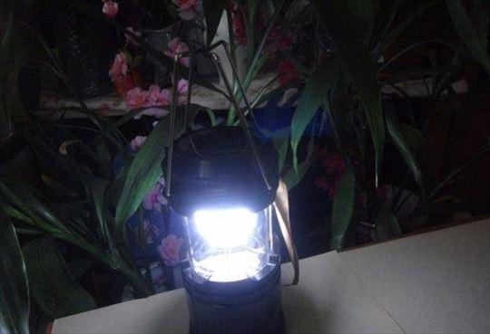 Solarna lampa za kampovanje
