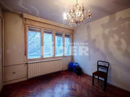 Dvostran stan sa velikom terasom u blizini Slavije