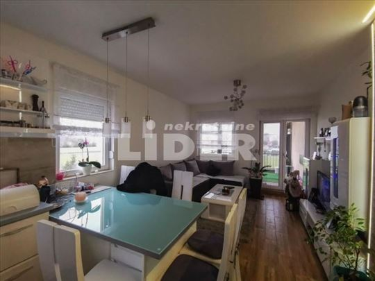 LUX stan u Banatskoj, namešten ID#98122