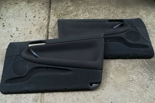 Tapaciri za Alfu 147-3V