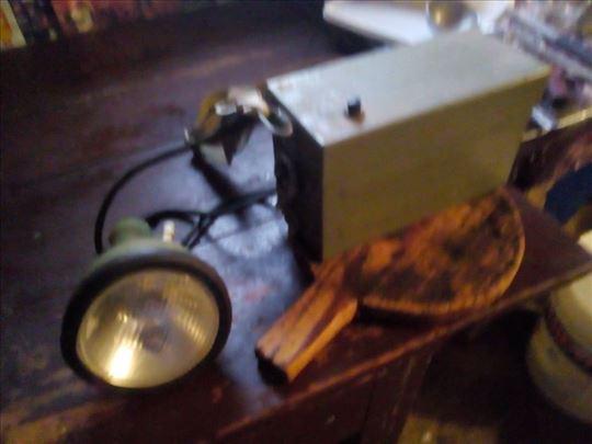 Akumulatorska baterijska lampa vojna