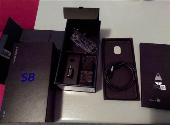 S8 kutija, punjač, slušalice i eject pin