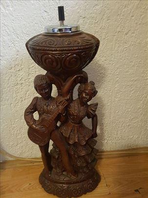 Podna pepeljara sa ukrasnim figurama