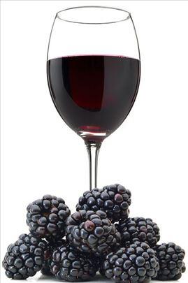 Domaće kupinovo vino