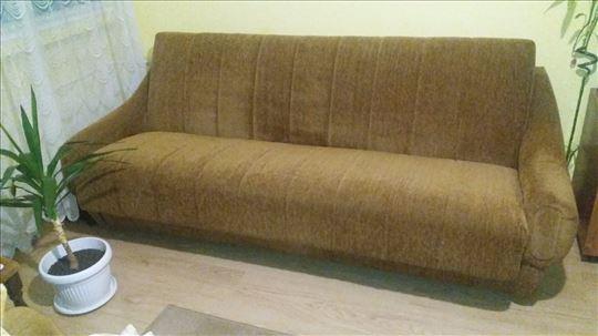 Na prodaju kauč
