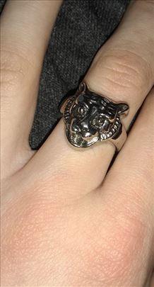 Prsten sa simbolom Tigra