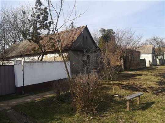 Karlovčić, uknjižena kuća na 22 ara