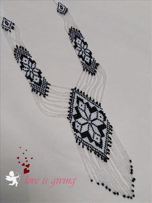 Tkana duga ogrlica sa sitnim perlicama- izuzetna