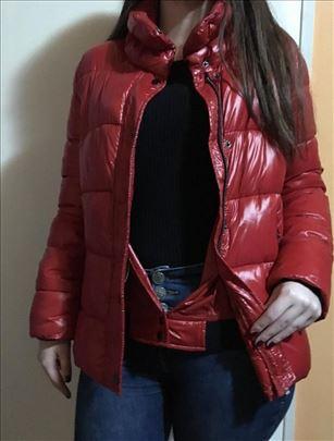 Nova crvena jaknica