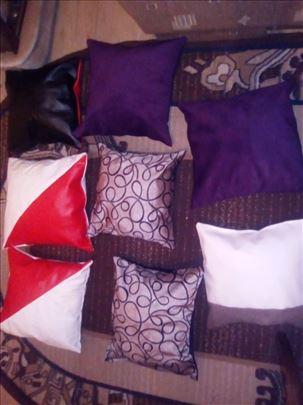 Jastuci raznih dezena