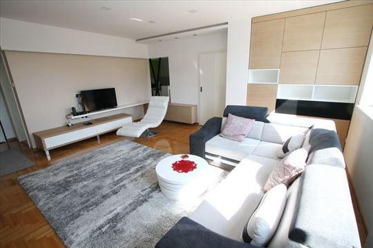 LUX 2.0 stan, novija zgrada, garaža! ID 4790
