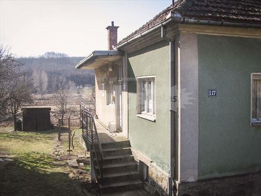 Hitna prodaja porodične kuće u Blacu