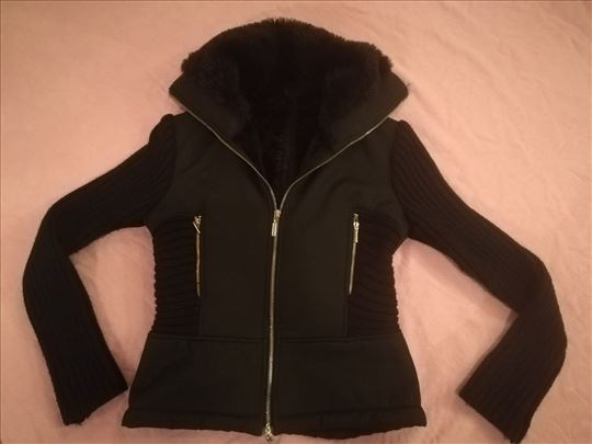 Crna jakna sa krznom PREDOBRA  vel S