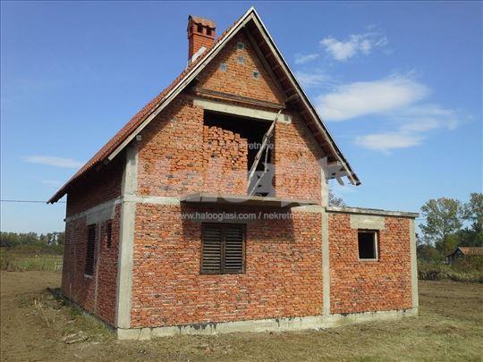 Недовршена спратна кућа у срцу Шумадије,66 А плаца