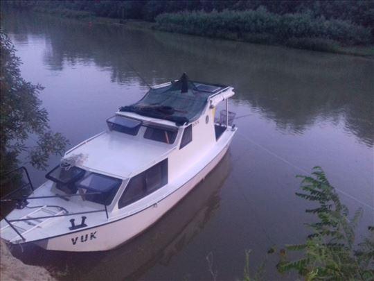 Prodajem čamac sa kabinom 064/25 95 224