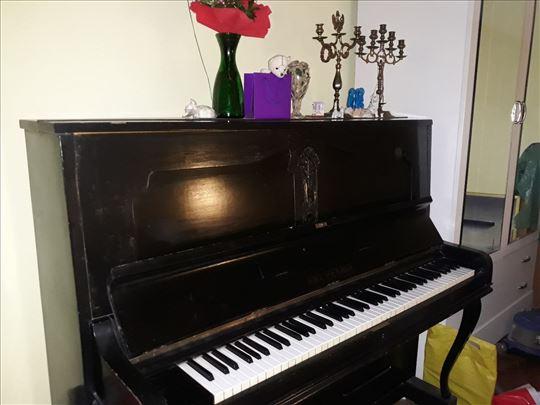 Petrof pianina