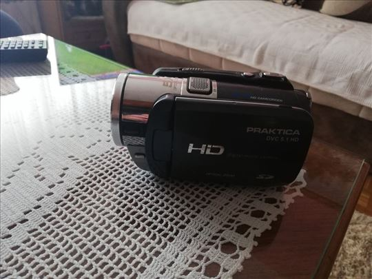 prodajem fotopaparat PRAKTICA DVC 5,1 HD