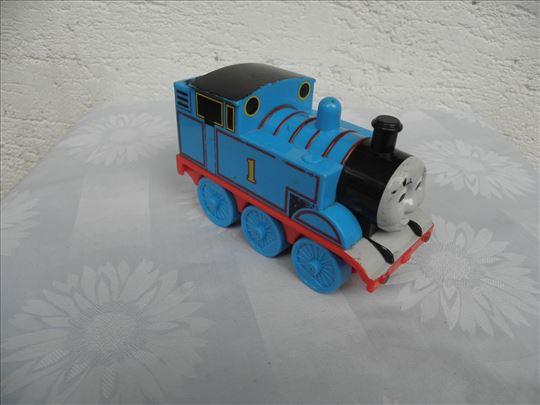 Thomas Gullane lokomotiva, Kina, svira 2 melodije-