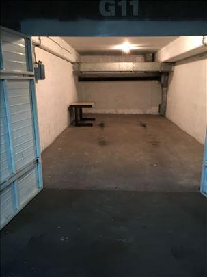 Izdaje se garaža YUBC u Novi Beograd blok 12