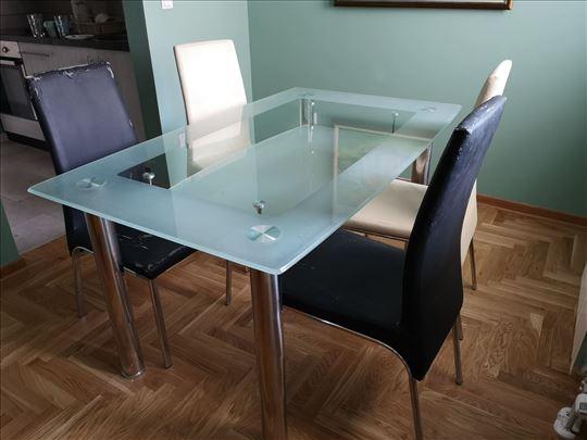 Trpezarijski sto i četiri stolice